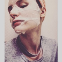 beauty-mask-selfie-lorelei-lotte