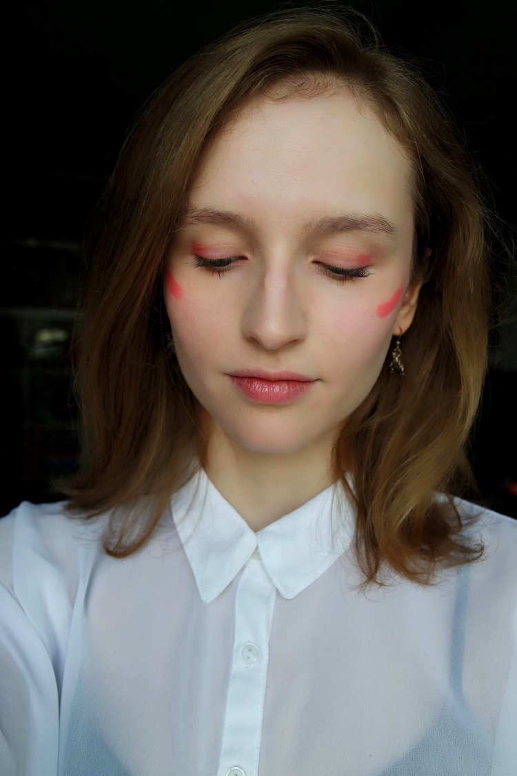 pink-graphic-makeup-lorelei