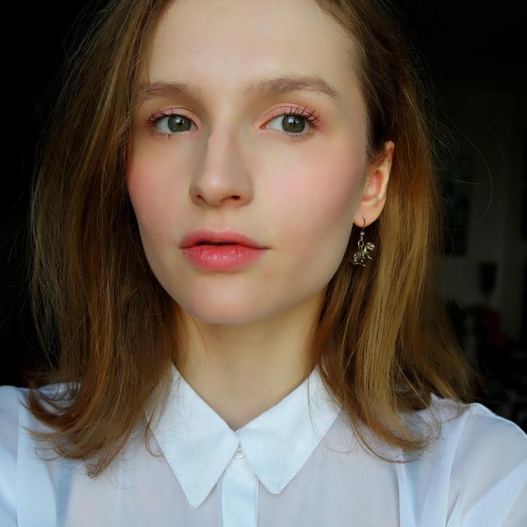 pink-makeup-lorelei