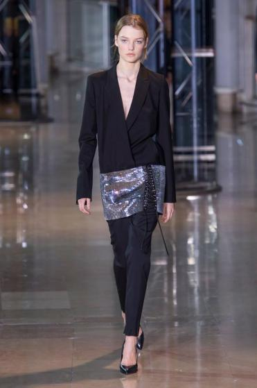 defile-anthony-vaccarello-automne-hiver-2016-2017-paris-look-10