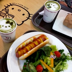 Korea_trip_fall_2016_food_hotdog_hellokittycafe