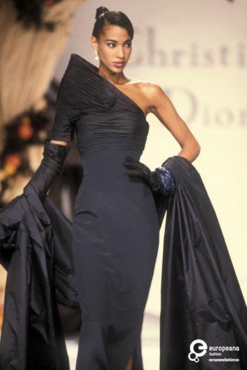 Robe issue de la collection Haute Couture Automne/Hiver 1990.