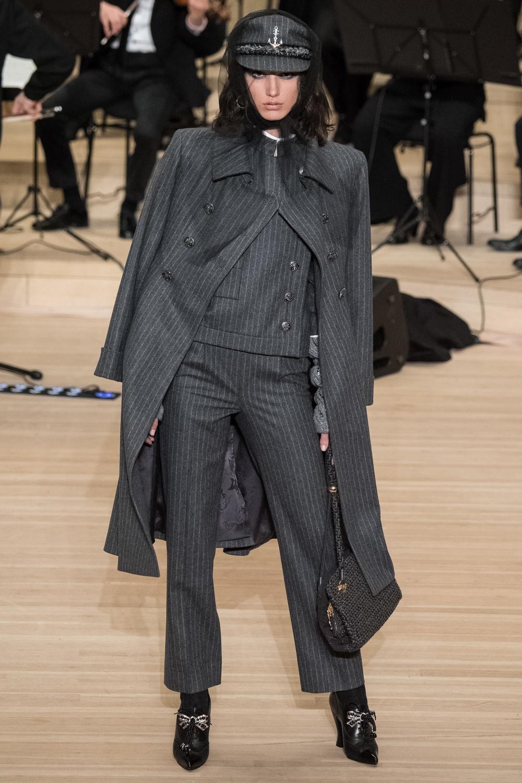 chanel_metiers_d_art_2018_shouldercoat