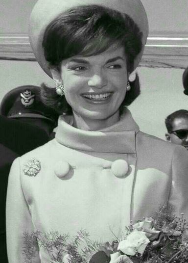 Jackie Kennedy en tailleur Givenchy.
