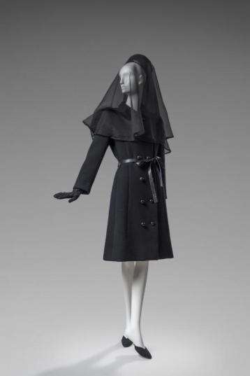 La tenue de deuil de la Duchesse de Windsor portée à l'enterrement de son mari.